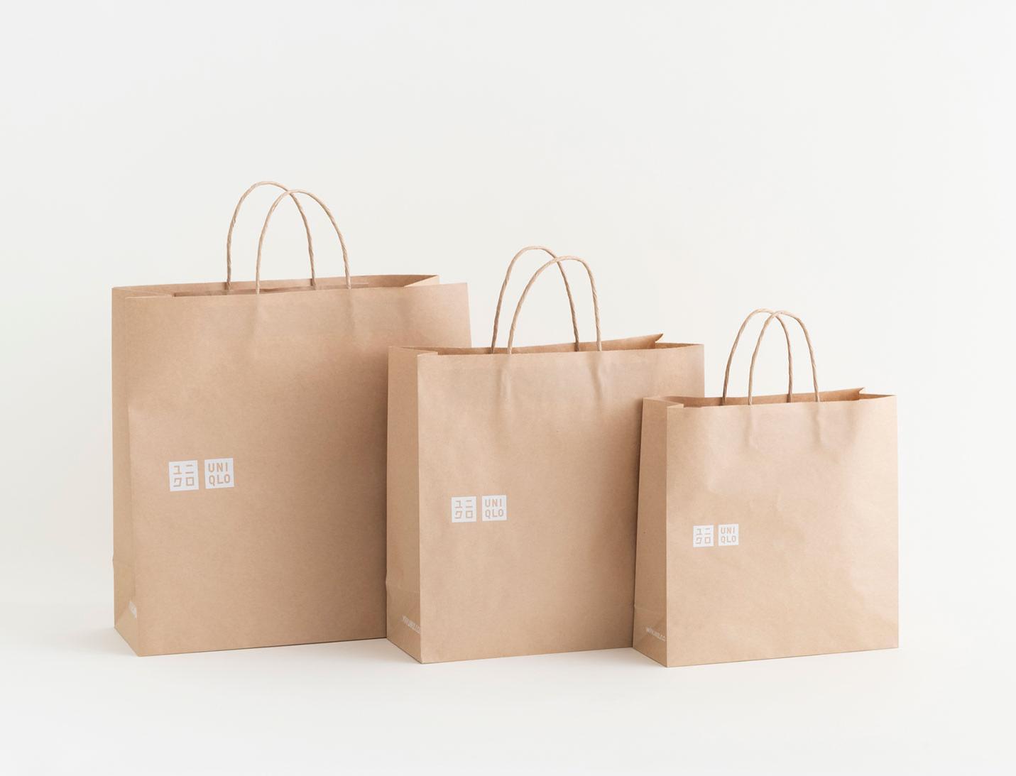 Uniqlo заменит пластиковые пакеты упаковкой из переработанной бумаги