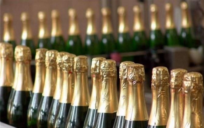 Московские бары собрали бутылки для музея мусора