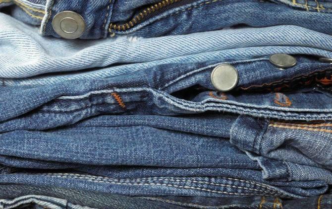 Дизайнер принимает на переработку старые джинсы для создания коллекции