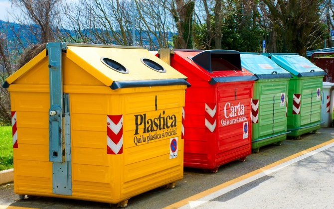 В Смоленске появились контейнеры для сортировки мусора