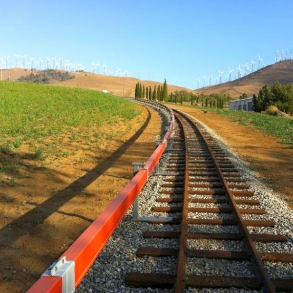 Как железную дорогу в Калифорнии научили вырабатывать экологичное электричество