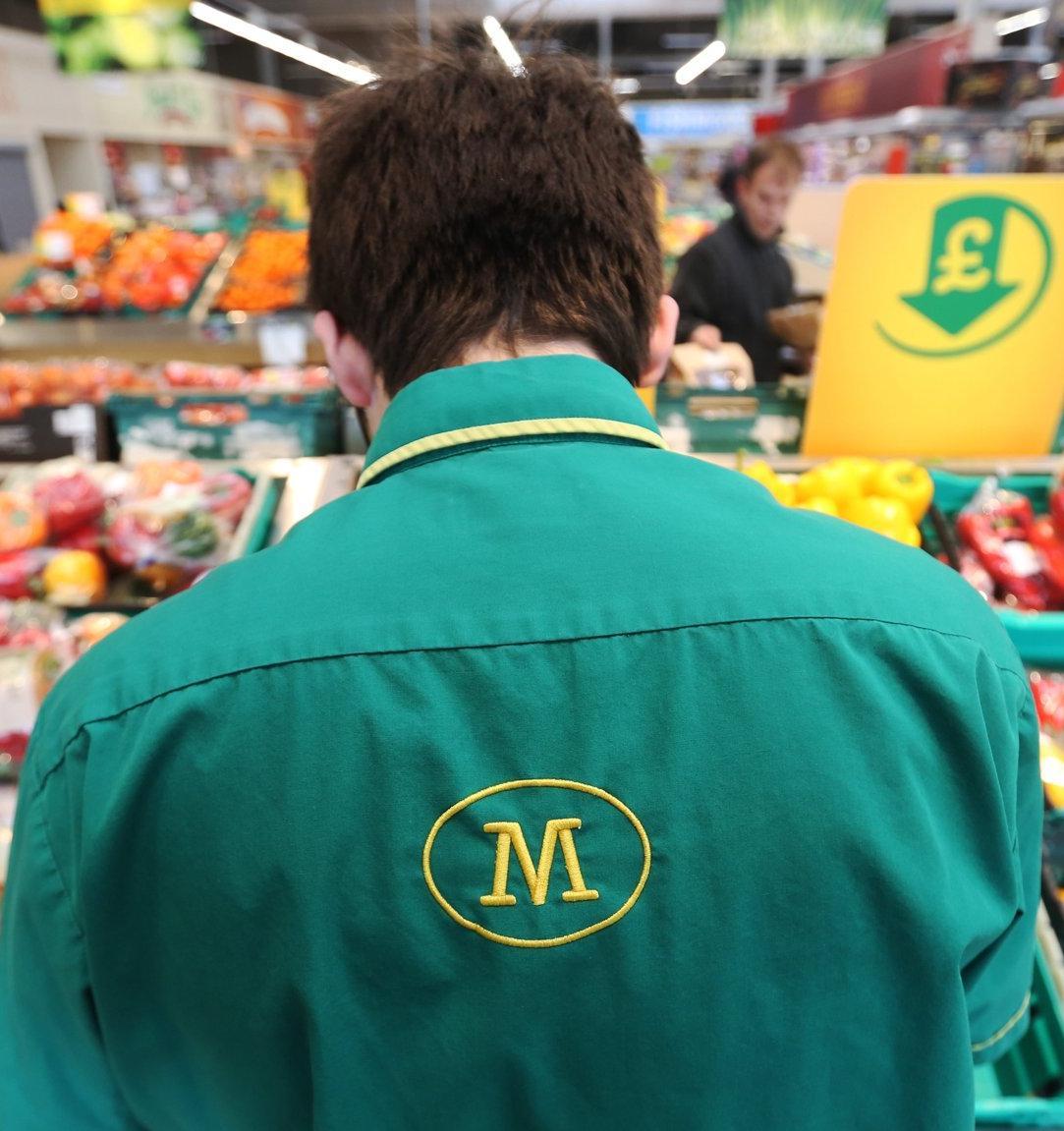 Британский супермаркет будет продавать овощи и фрукты без пластиковой упаковки