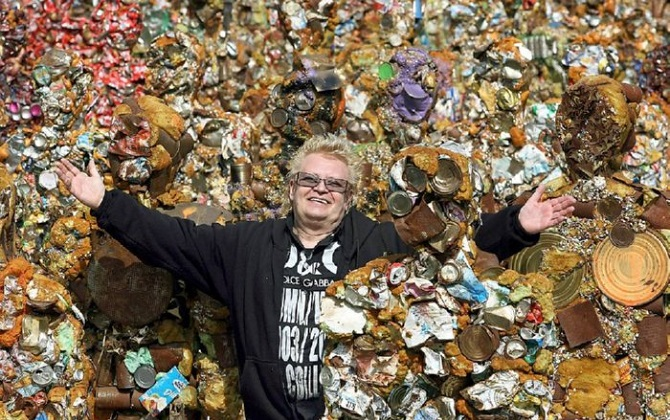 Автор скульптур из мусора проедет по России на электромобиле