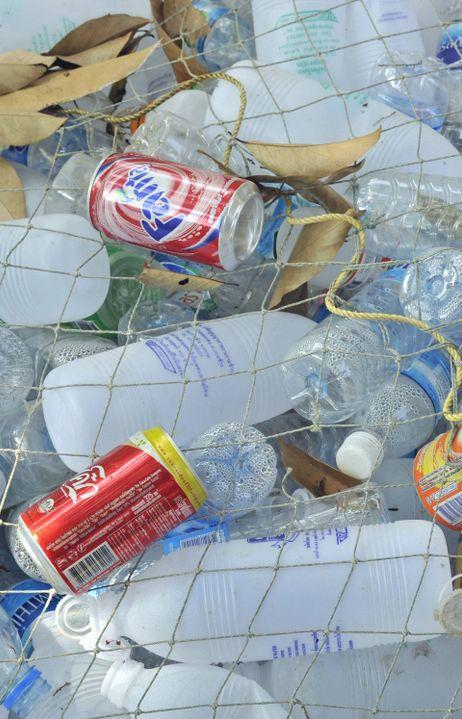 В Индонезии можно рассчитаться за проезд в автобусе пластиковыми бутылками