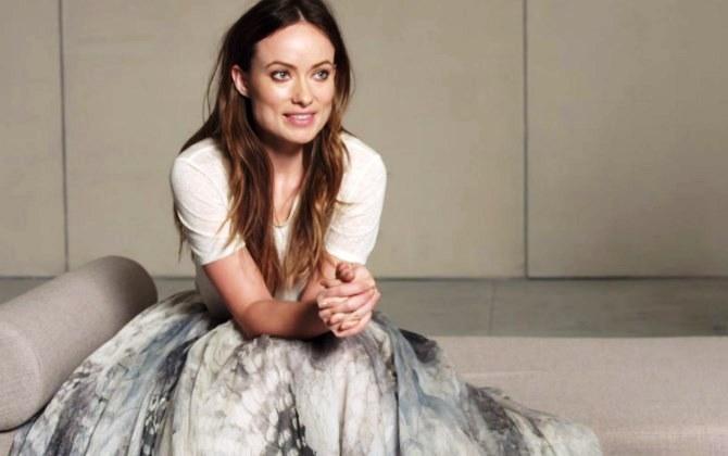 Новые платья H&M из переработанных блесток представила Оливия Уайлд