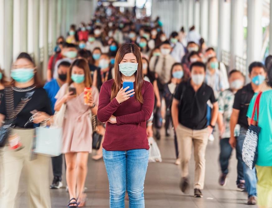 Дороги, топливо и стулья: во что в разных странах перерабатывают маски