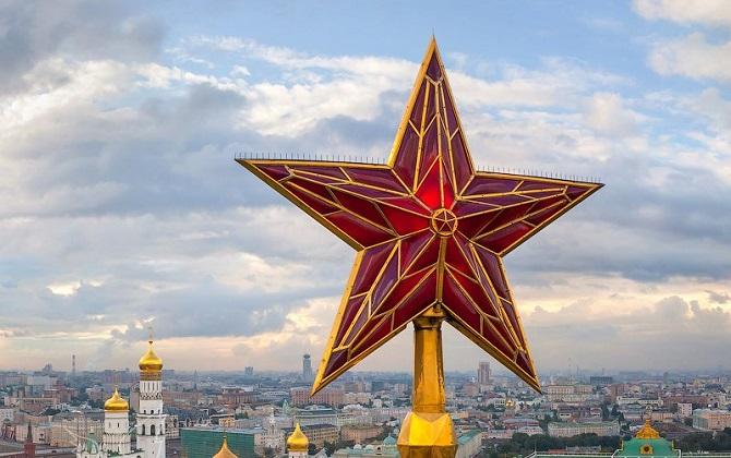 Лампы в кремлевских звездах заменят на энергосберегающие