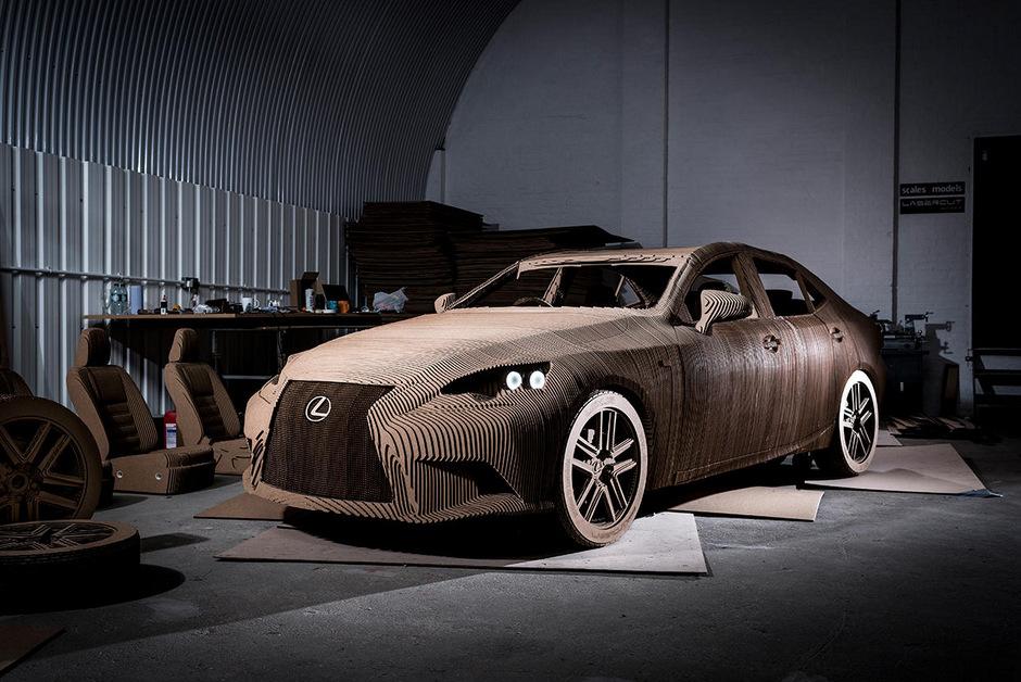 Картонный Lexus с электродвигателем