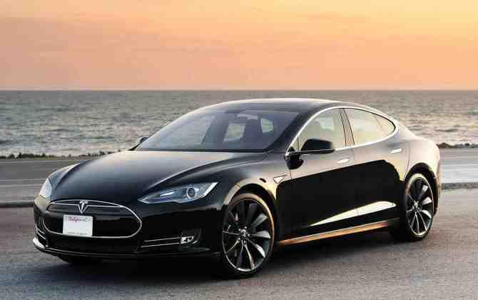 Продажи электромобилей Tesla выросли в два раза
