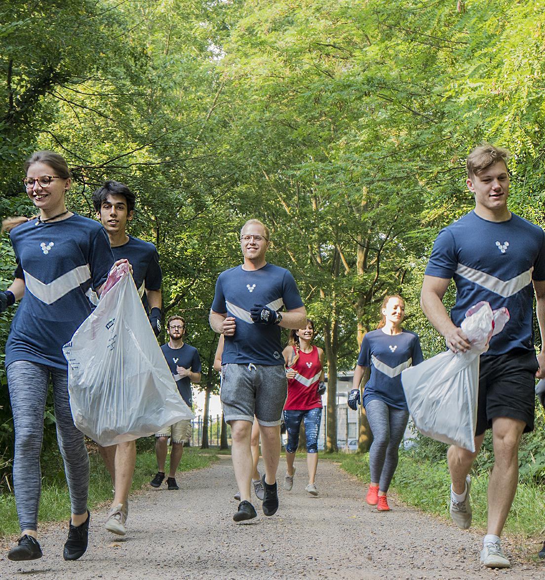 В Москве проходят соревнования по скоростному сбору мусора
