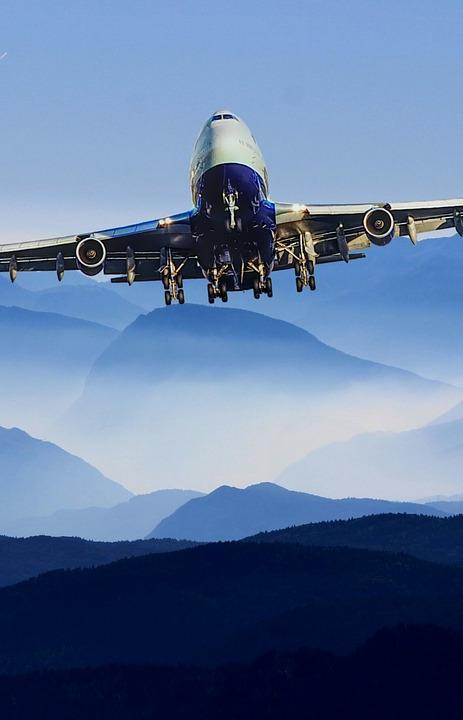 Раздельный сбор в воздухе, топливо из масла и пледы из бутылок: 8 экологических инициатив авиакомпаний