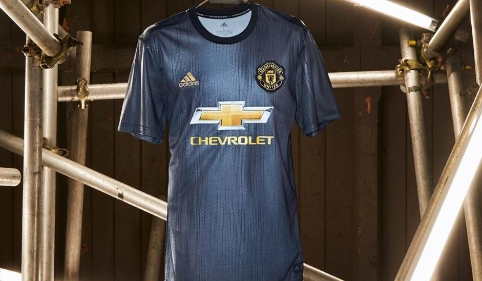Adidas выпустила форму для «Манчестер Юнайтед» из переработанного пластика
