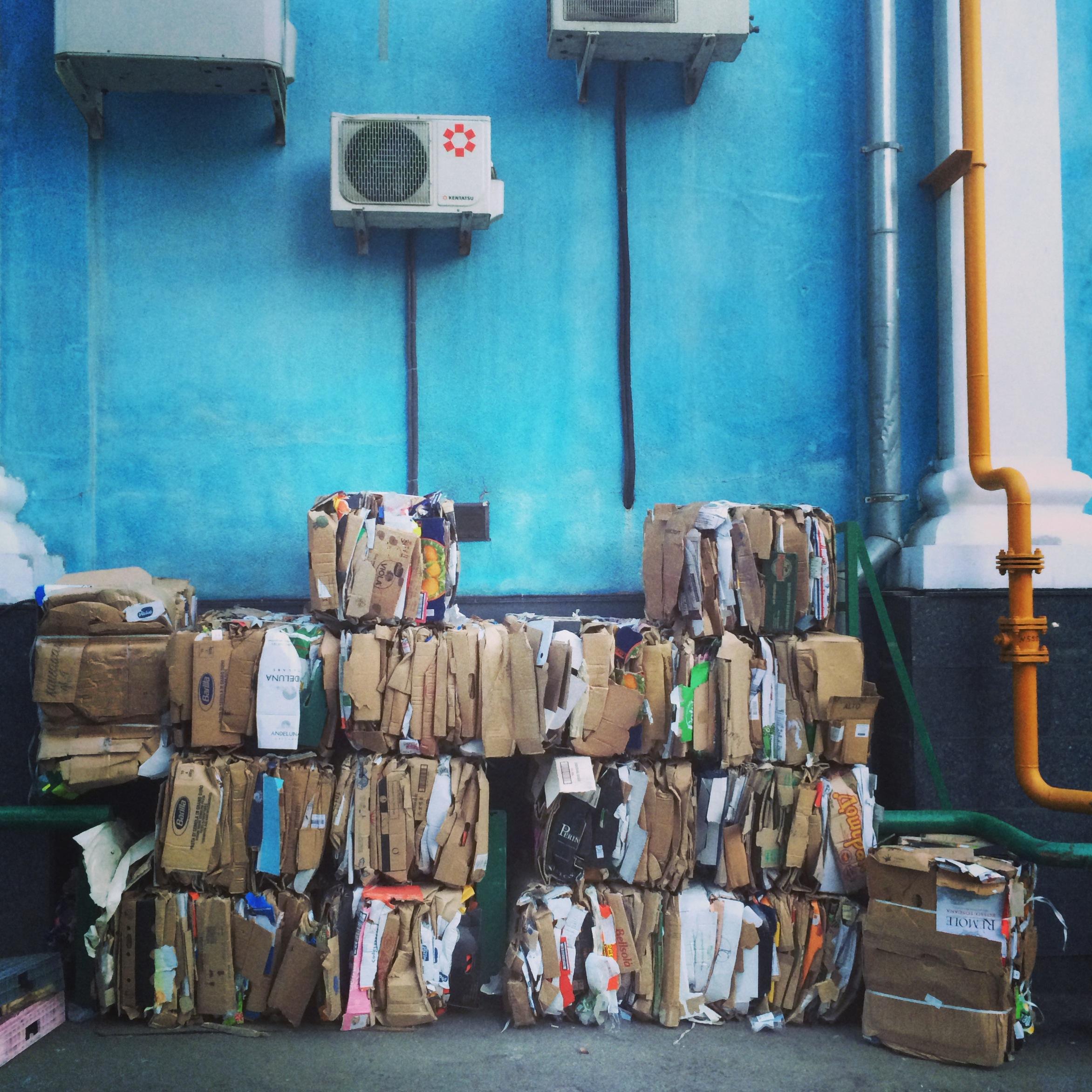 Instagram дня: Столичные супермаркеты сдают картонные коробки на переработку