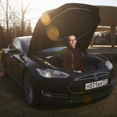 Как электромобиль Tesla изменил экосознание директора Музея «Гараж»