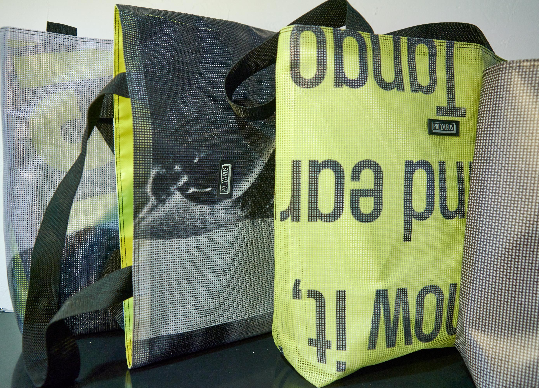 Upcycle проект агентства Louder: как из баннеров делают сумки-шопперы