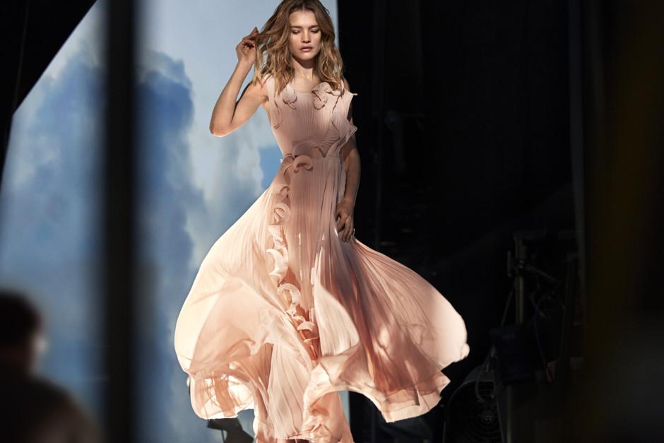 Наталья Водянова стала лицом коллекции одежды H&M из переработанного пластика