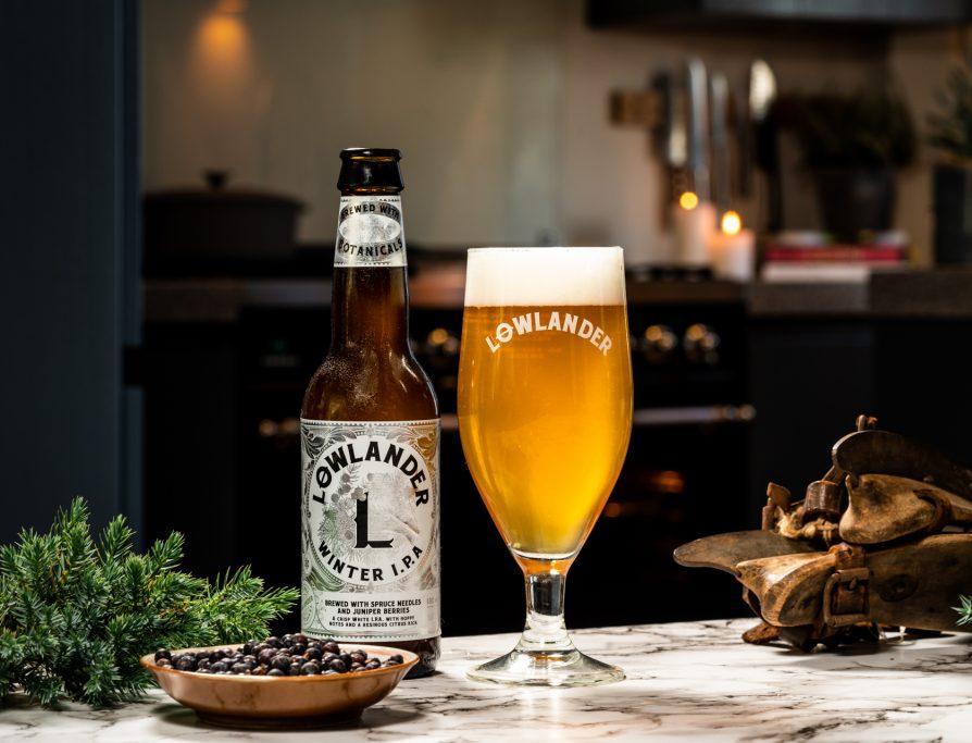 Переработка дня: пиво из хвои выброшенных рождественских елок