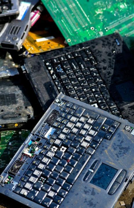 Таиланд запретит ввозить компьютеры и телефоны для борьбы с электронными отходами