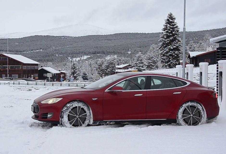 Tesla в России: факты и ответы