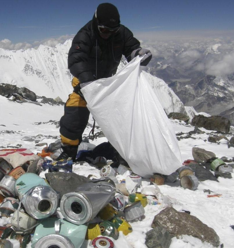 Эверест стал самой высокой свалкой в мире