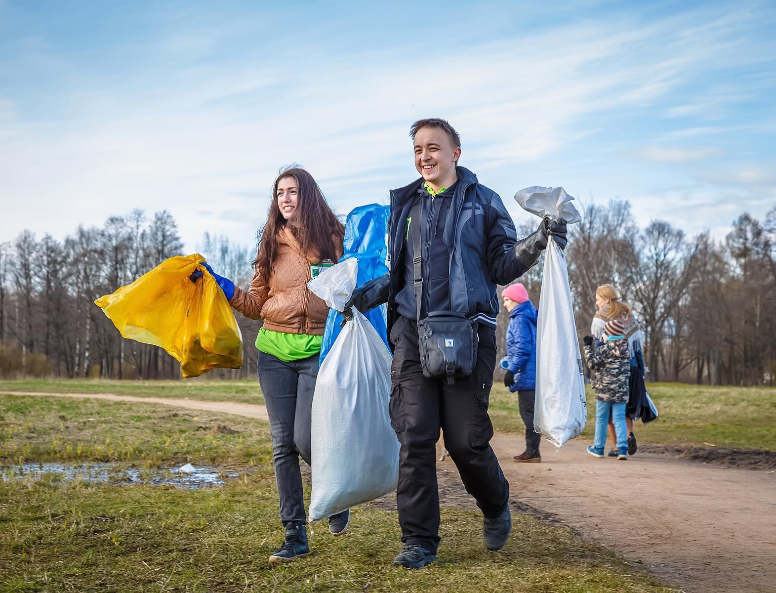 За несколько часов россияне очистят от мусора зеленые зоны в 24 регионах