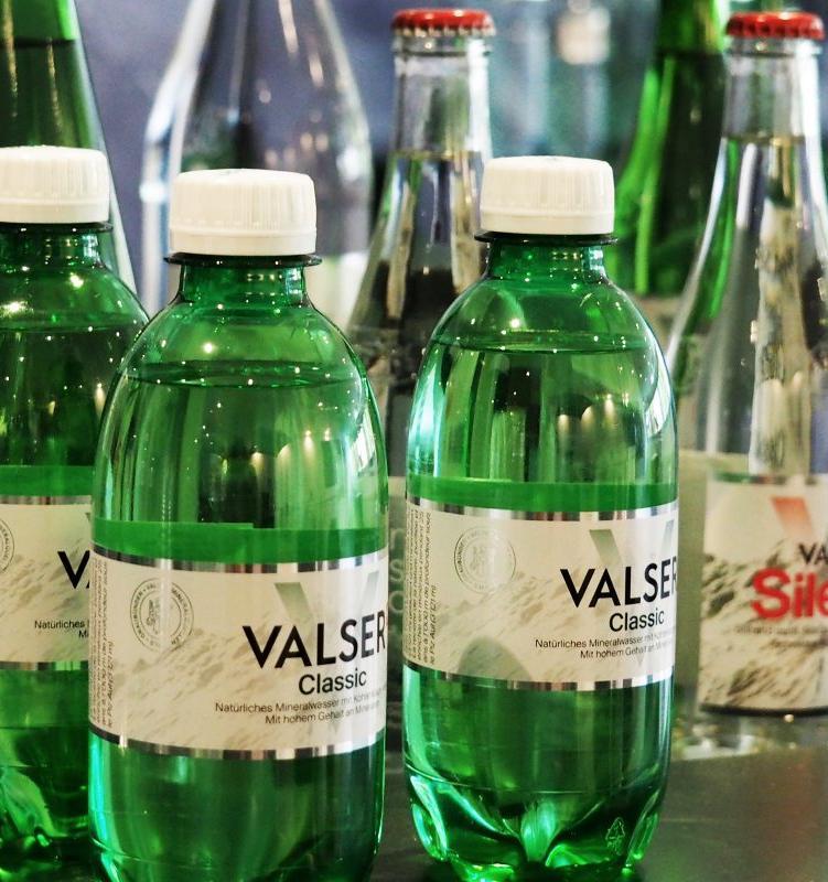 Coca-Cola выпустила воду Valser в упаковке из 100% переработанного пластика