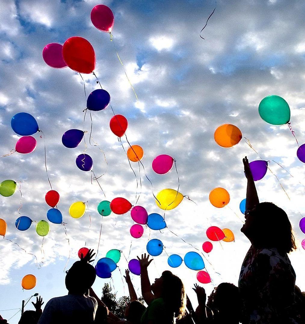 Студентов призывают отказаться от воздушных шаров на выпускных