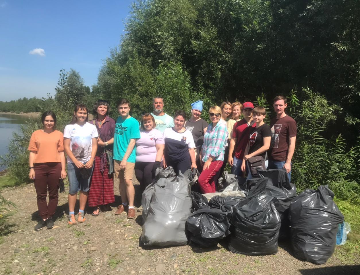 Как волонтёры убирают пляжи в трёх сибирских городах