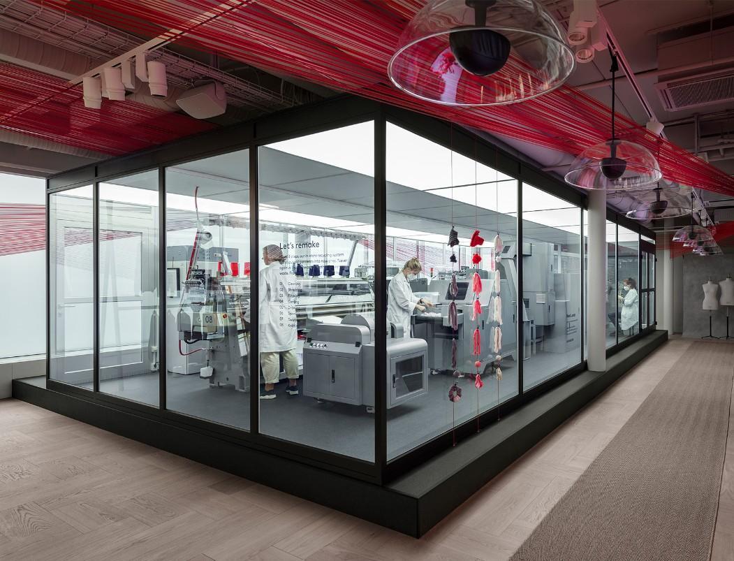H&M ведет переработку одежды на глазах у покупателей