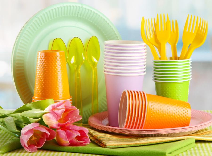 В Евросоюзе могут запретить одноразовую посуду и ватные палочки