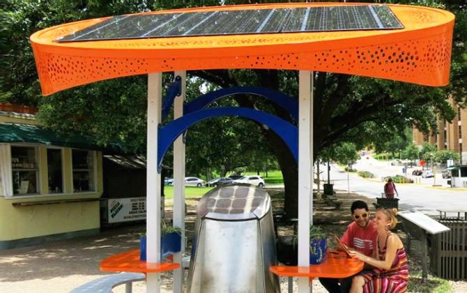 Студенты установили в Техасе зарядные станции на солнечных батареях