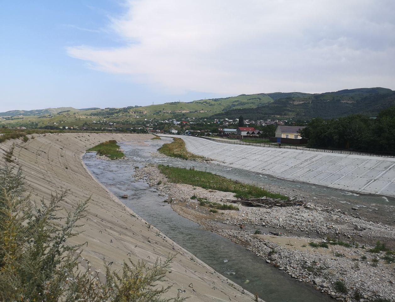 За камень вода не течет: как на Ставрополье укрепляют берега рек и защищают население от наводнений