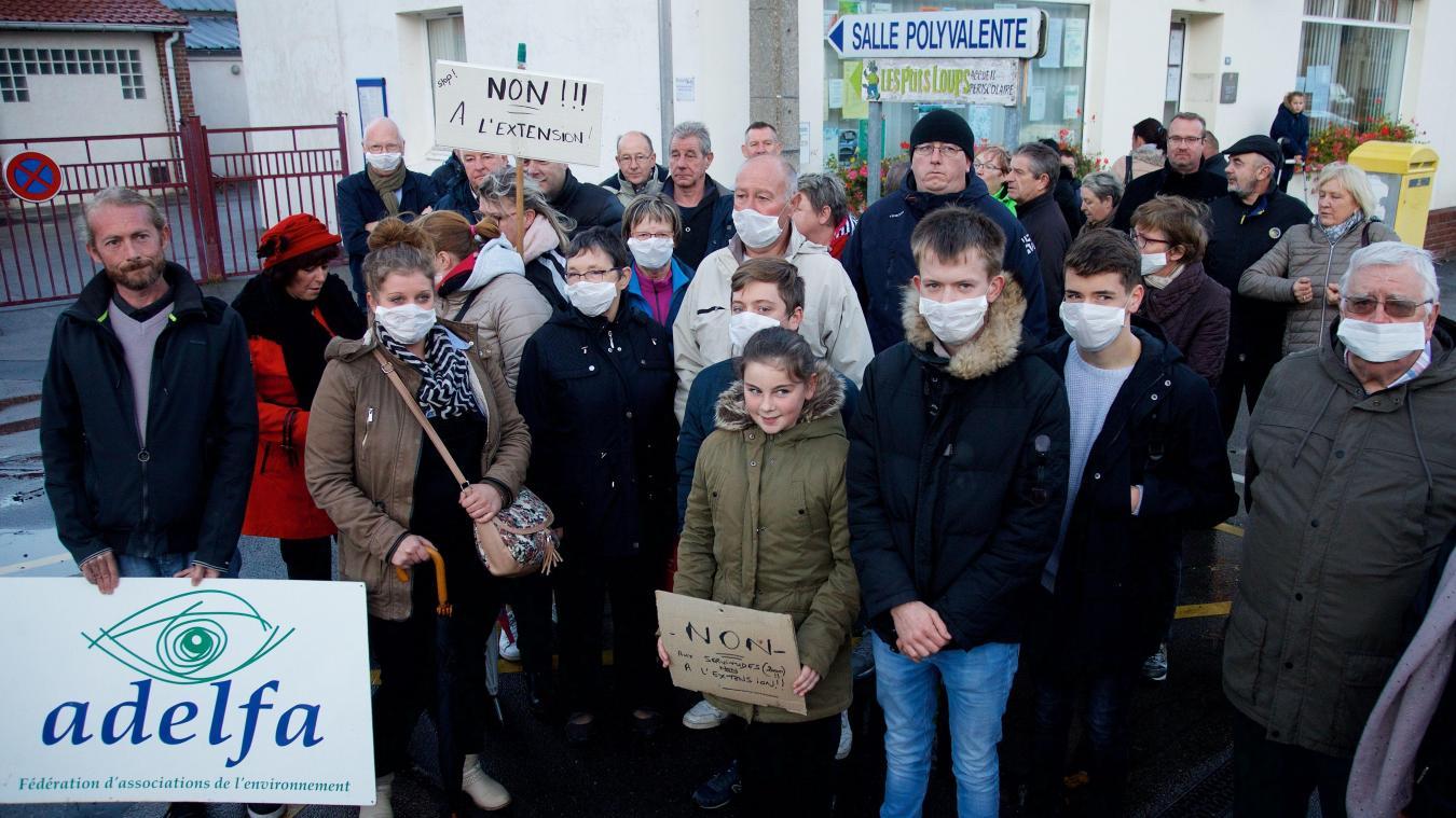 По всей Франции люди протестуют против мусорных свалок