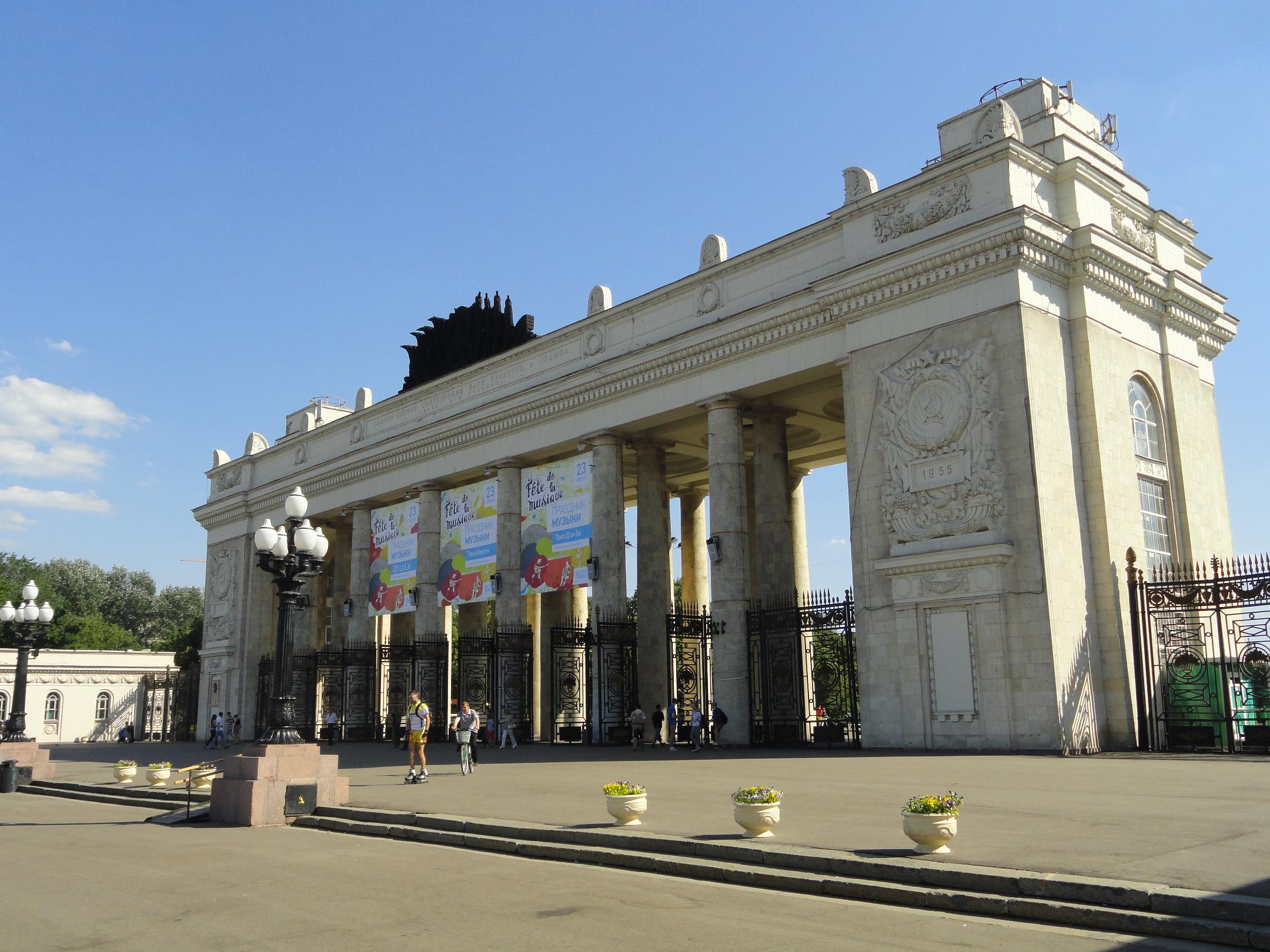 Парк Горького устанавливает 1000 контейнеров для сортировки мусора