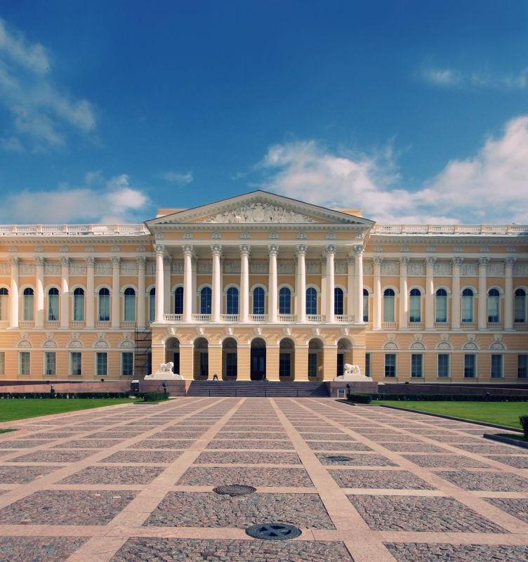 В Петербурге открылся онлайн-магазин с экосумками из баннеров Манежа и Русского музея