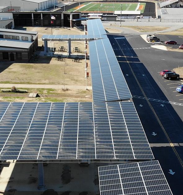 Американская школа повысила учителям зарплату, заработав на солнечной энергетике