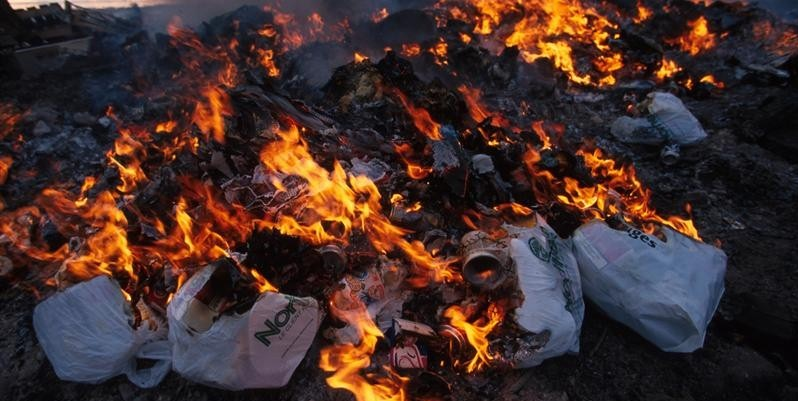 Куда жаловаться на незаконный поджег мусора