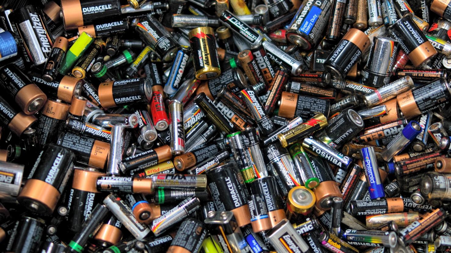 Московские школьники отправили на переработку 160 кг батареек