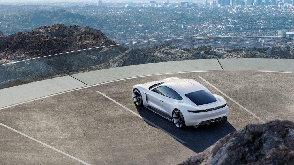 Porsche представил электромобиль с зарядкой за 15 минут