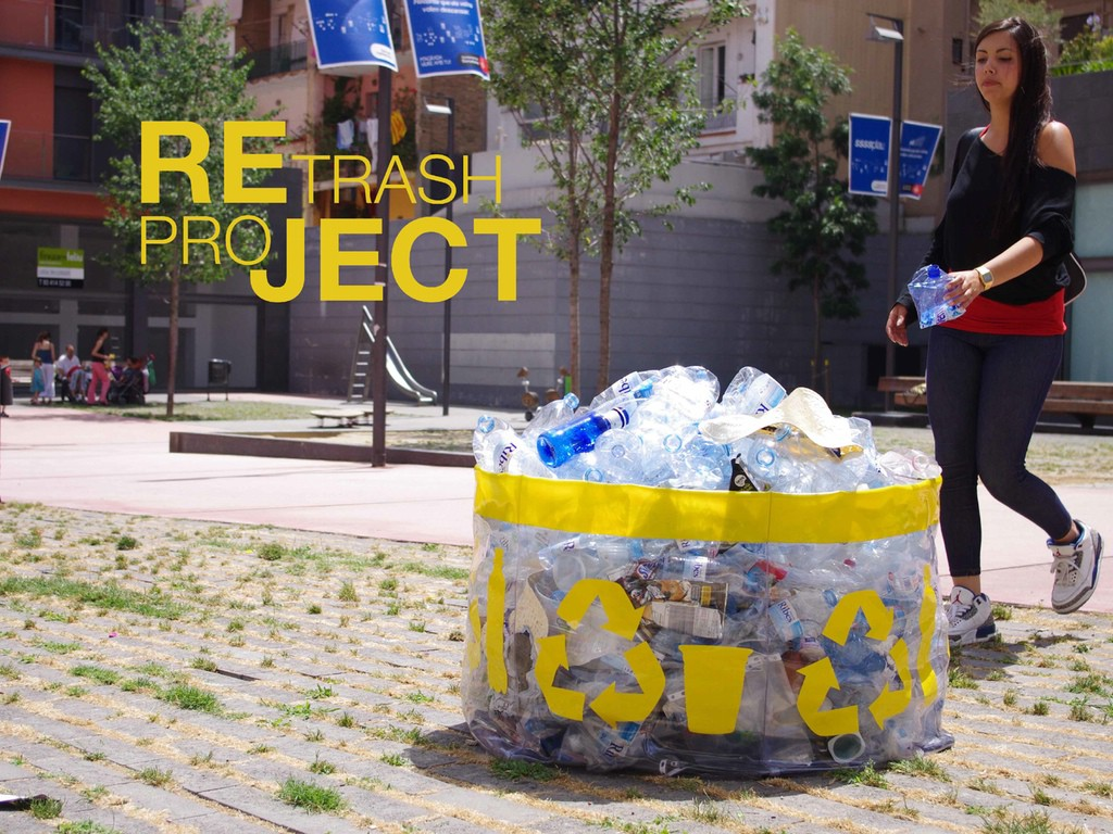 Петербурженка создает уличную мебель из пластикового мусора