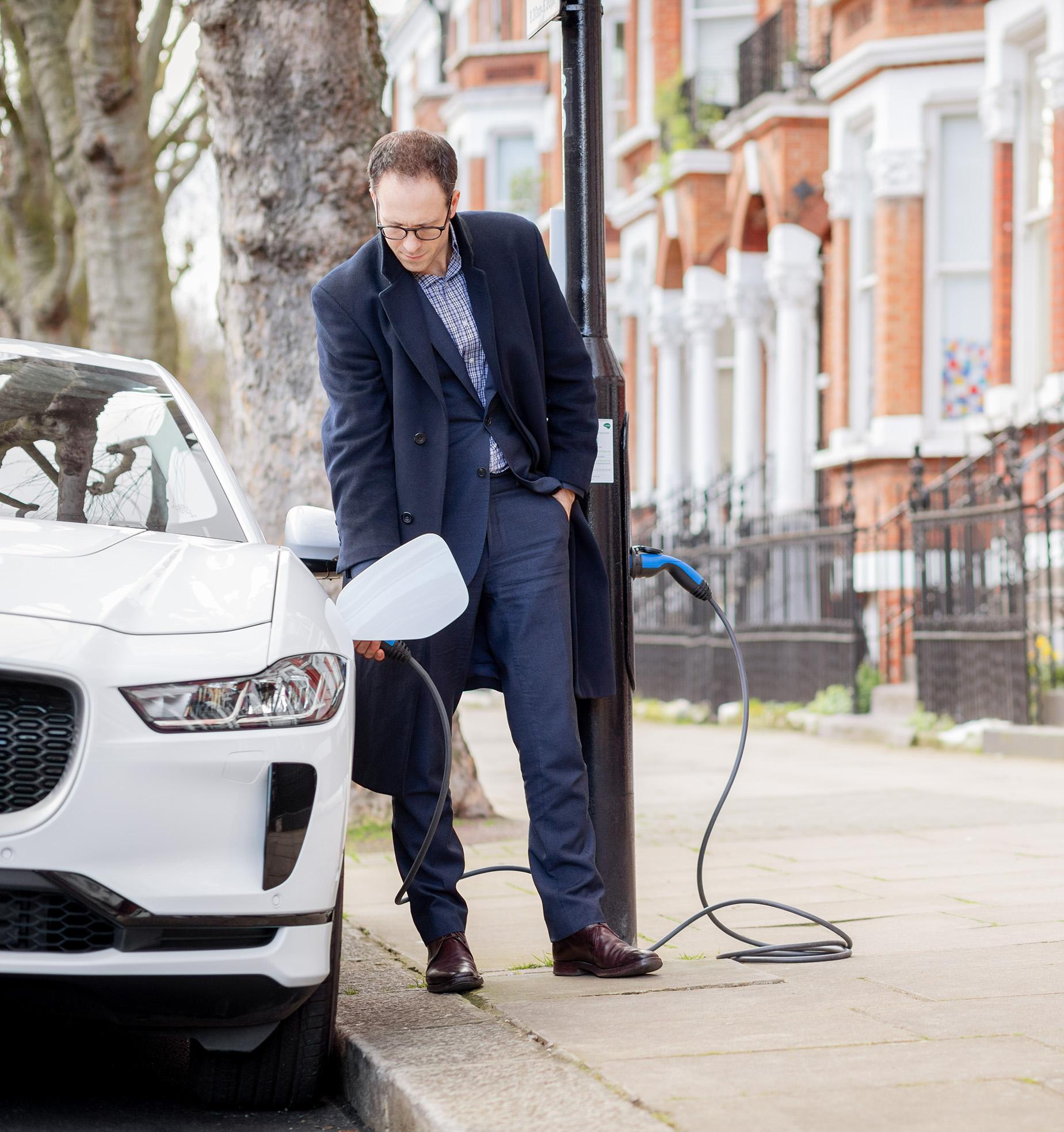 От уличных фонарей в Лондоне можно заряжать электромобили