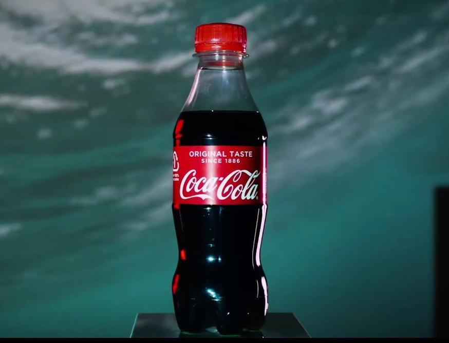 Coca-Cola выпустила первую в мире бутылку из океанического пластика