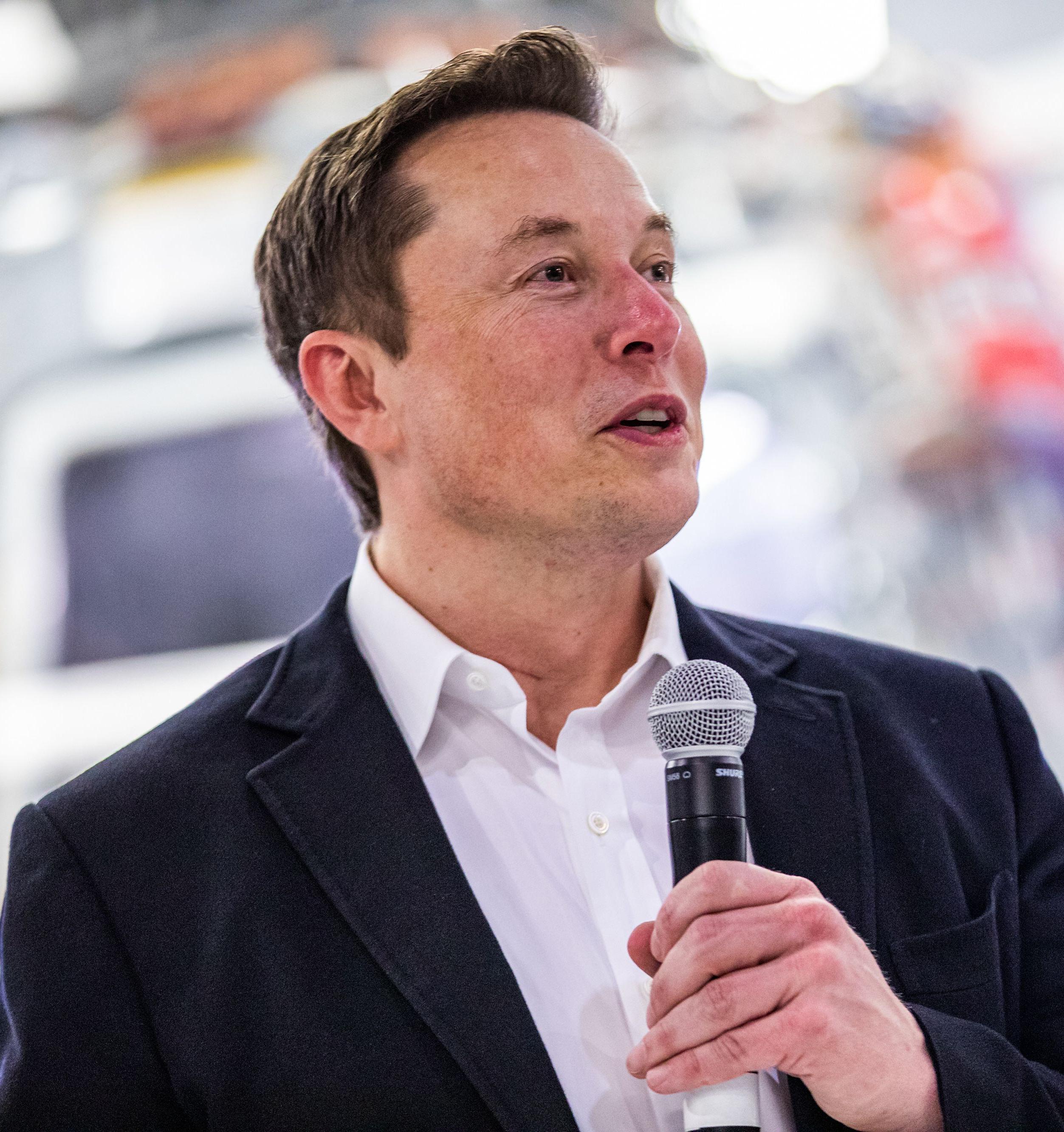 В Tesla не интересуются образованием сотрудников