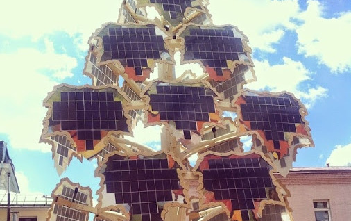 На Петровке появилось wi-fi-дерево на солнечных батареях