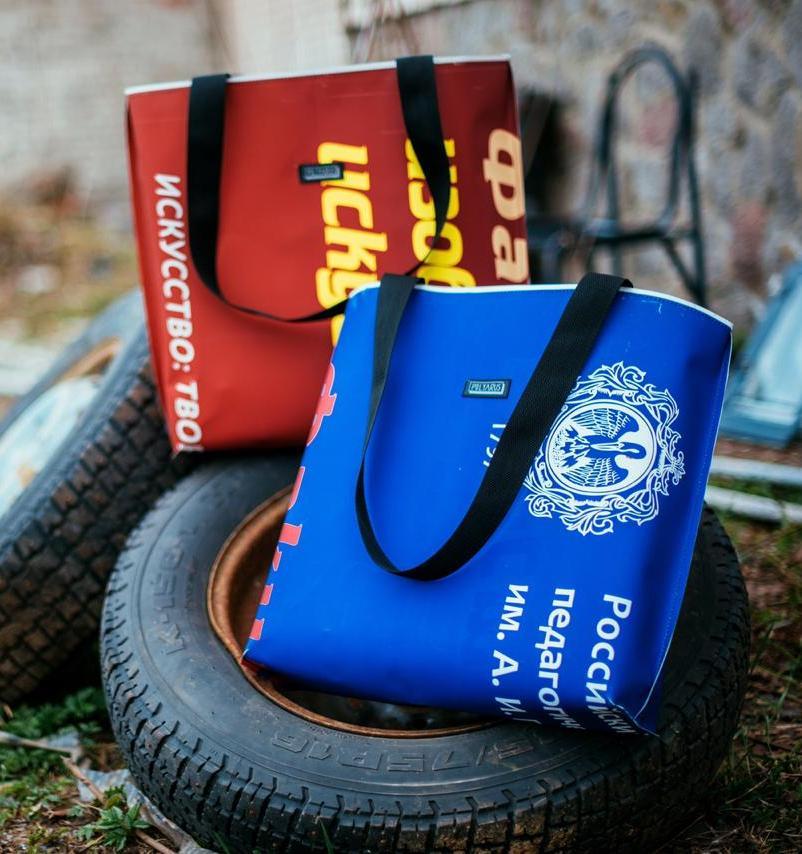 В разных городах России проходит выставка предметов из переработанного пластика