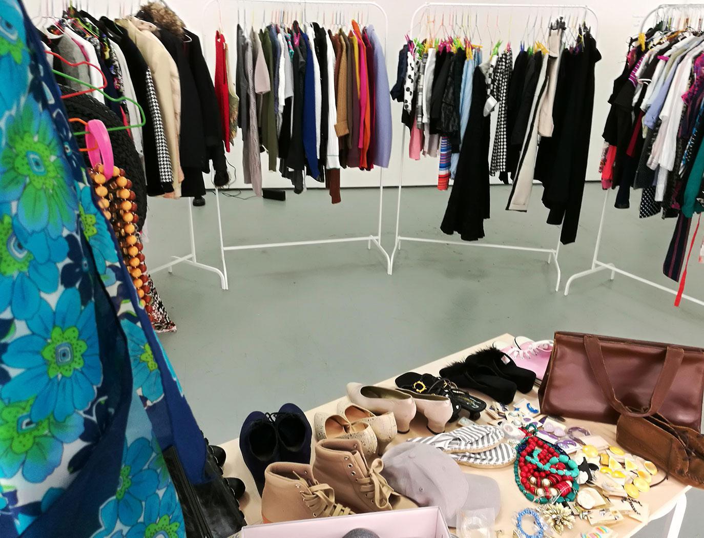 На фримаркете можно обменяться одеждой, игрушками, косметикой и украшениями