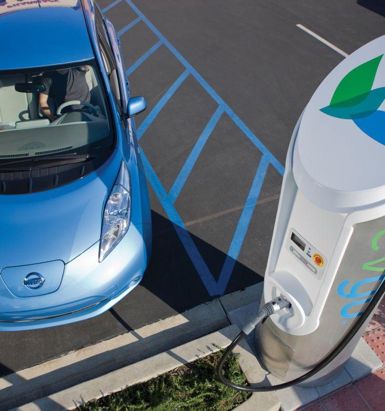 Google Maps поможет владельцам электромобилей находить зарядные станции