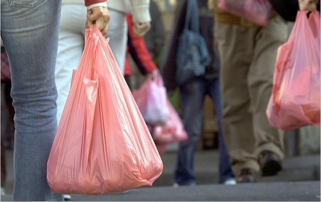 Немцы собрали самую длинную в мире цепь из пластиковых пакетов