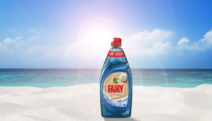 Fairy выпустила бутылку из переработанного океанического мусора