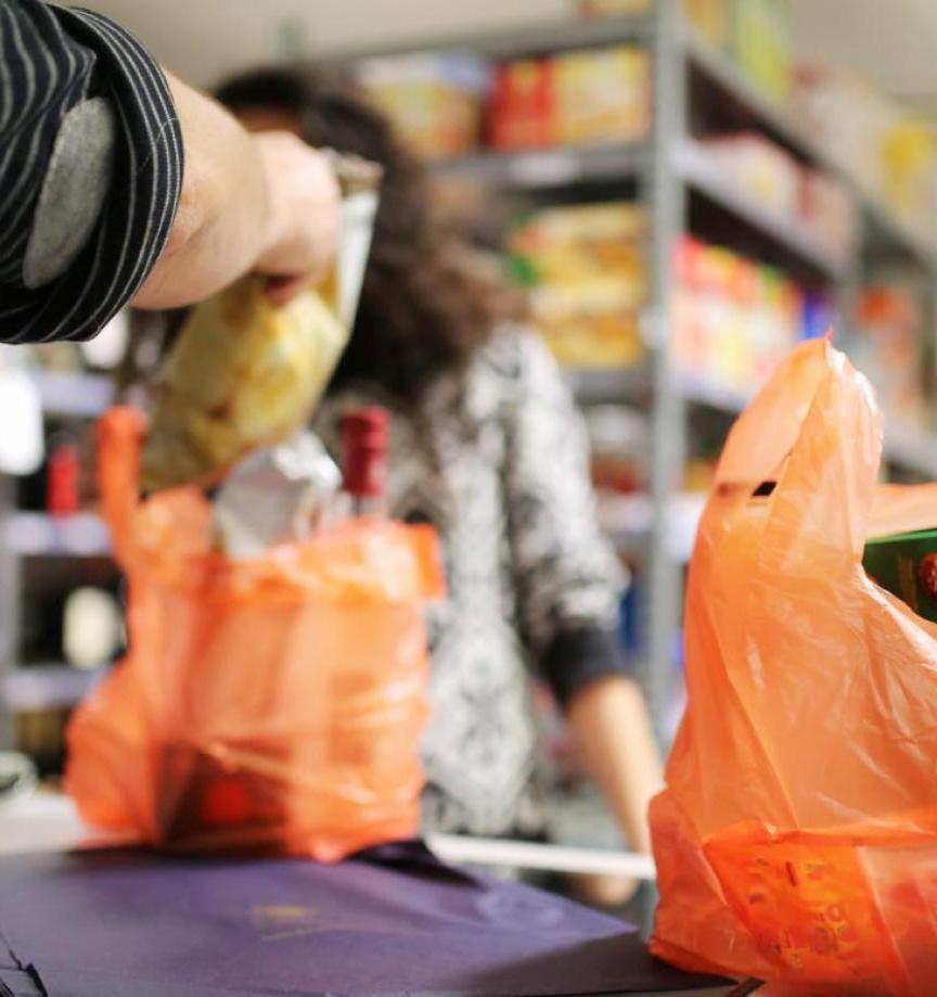 Канада откажется от одноразовой посуды и пластиковых пакетов